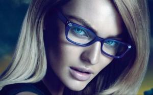 """5 mẹo trang điểm mắt hữu dụng cho nàng """"bốn mắt"""""""