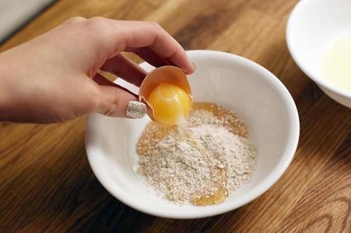 Chăm sóc da luôn trắng mịn tươi trẻ với 5 công thức từ quả trứng gà