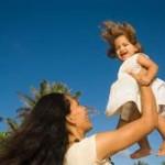 Trở thành một bà mẹ tuyệt vời từ những cách dùng kem chống nắng đúng nhất cho con